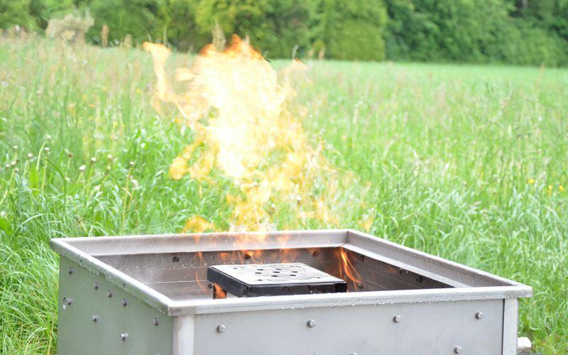 Feuer - Simulator Mülleimer